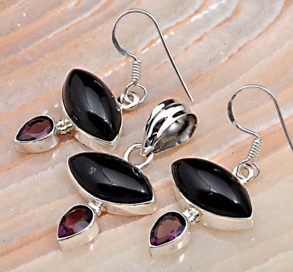 Black Onxy, Garnet & .925 Sterling Silver Pendant & Earring Set